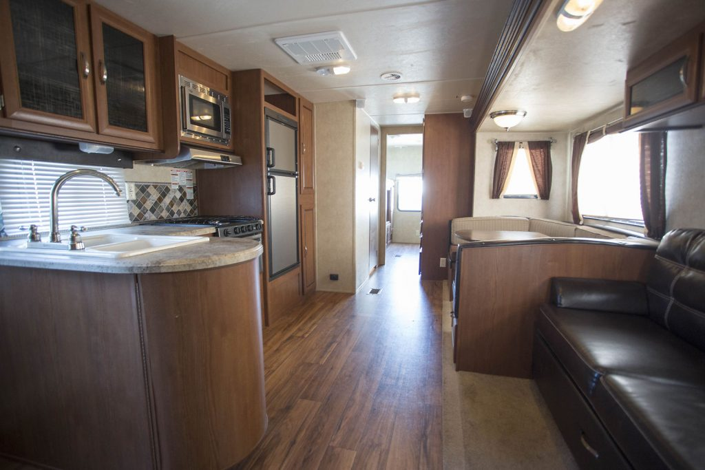 roomy 2016 Forest River Wildwood 32 Camper