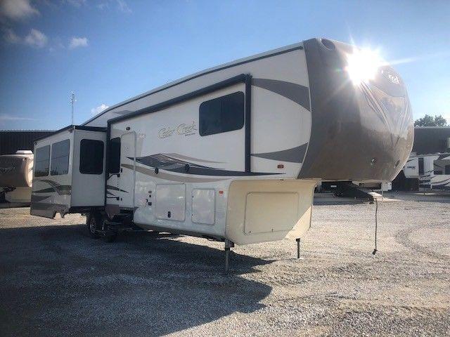 solid 2016 Cedar Creek 36CKTS camper