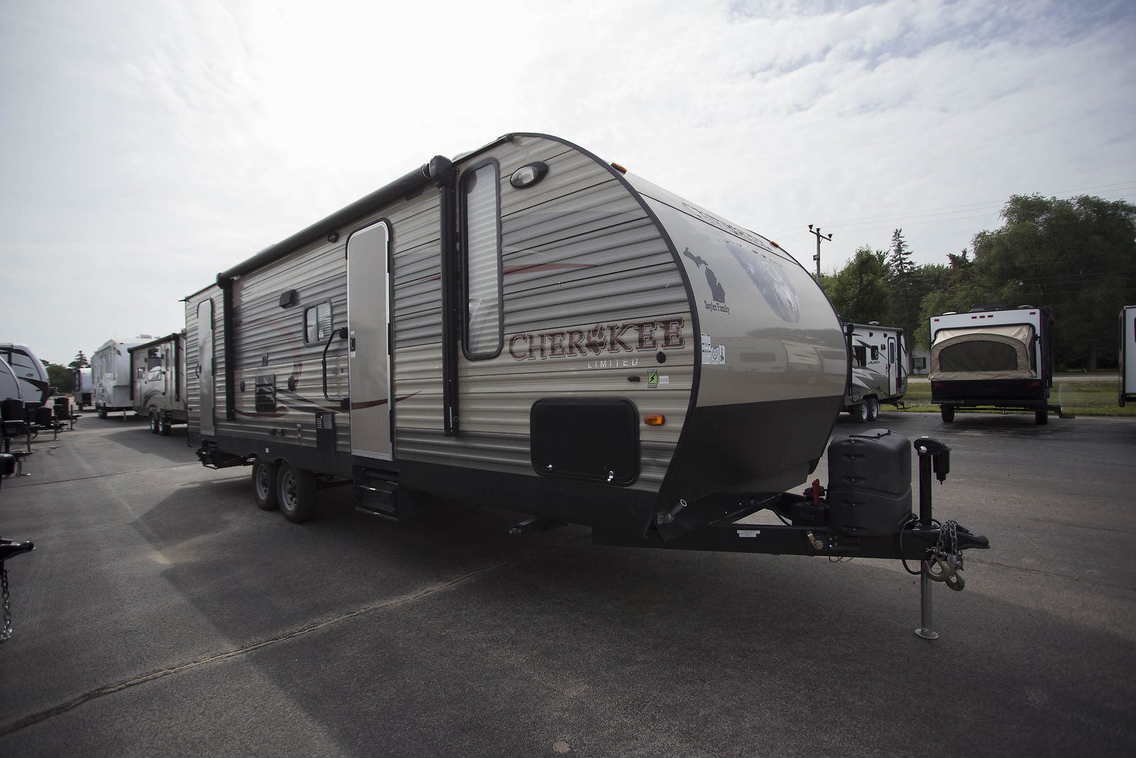 very nice 2015 Forest River Cherokee 274dbh Camper for sale