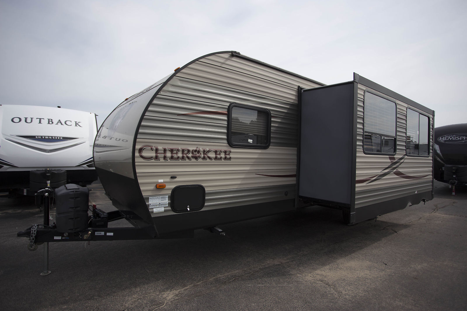 very nice 2015 Forest River Cherokee 274dbh Camper