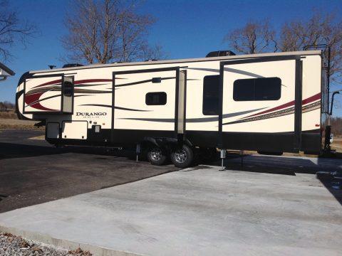 excellent shape 2016 KZ Durango Gold Luxury Fifth Wheel Camper for sale