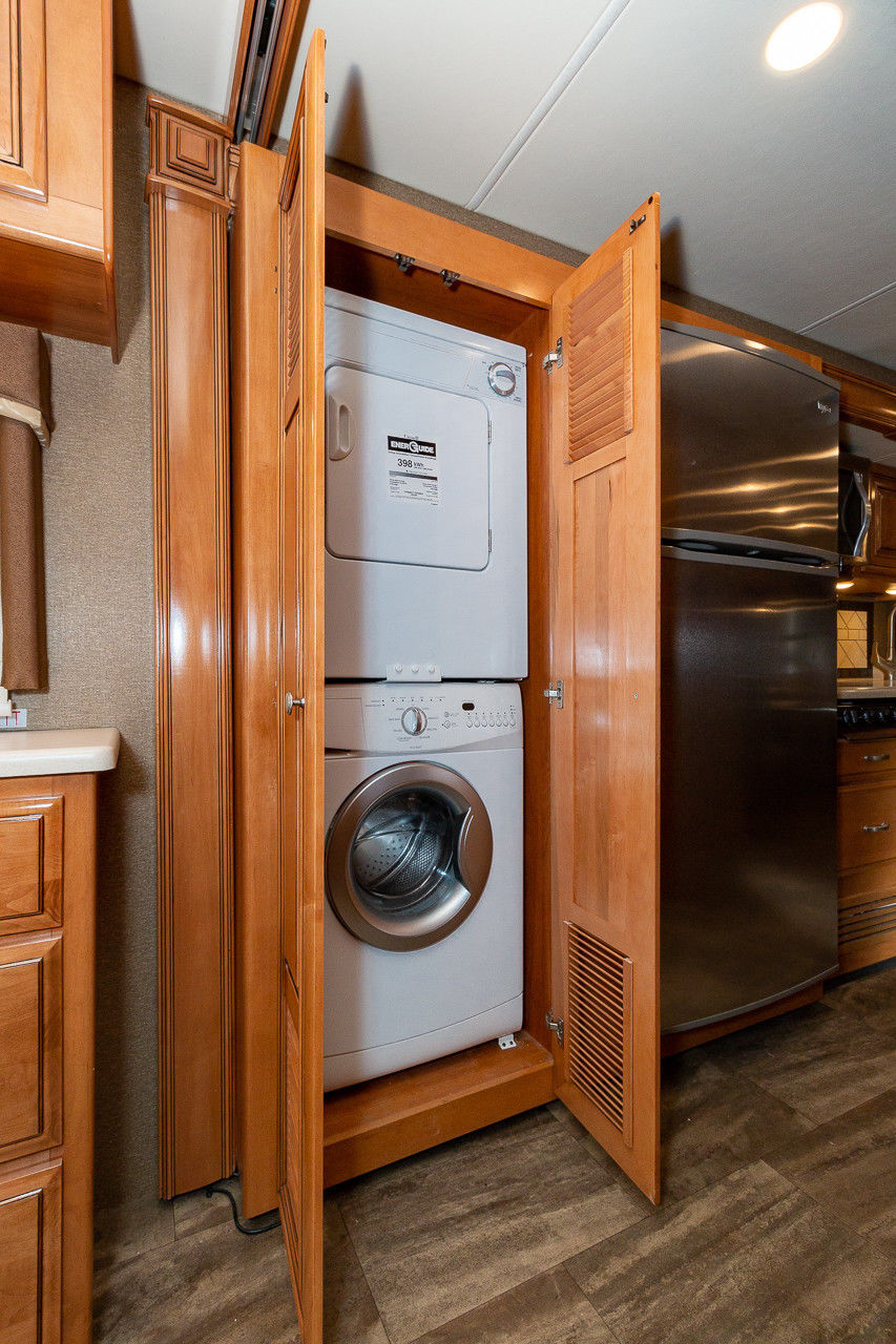 house on wheels 2016 Thor Motor Coach Palazzo Camper