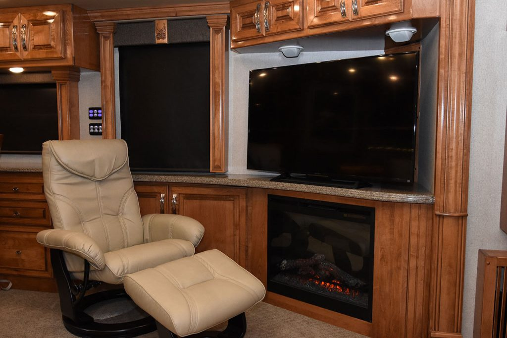 low miles 2016 American Coach American Tradition camper