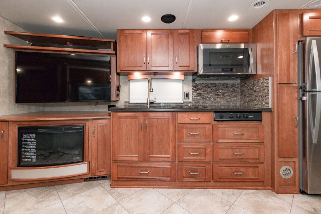 low miles 2016 Winnebago Forza 38R Camper