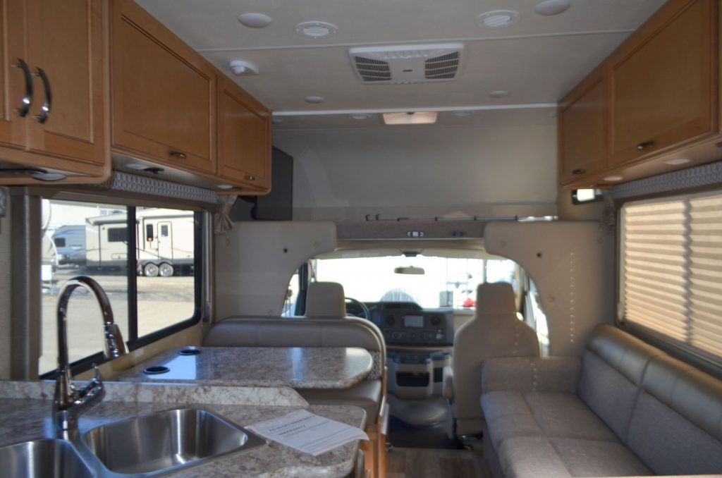 low miles 2017 Thor Freedom Elite camper