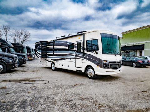 nice 2017 Fleetwood Bounder 33c Camper for sale