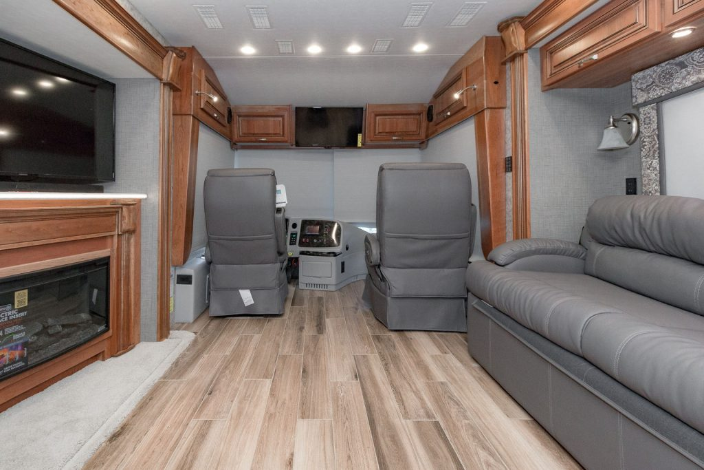 sharp 2017 Entegra Coach Insignia 44B Camper