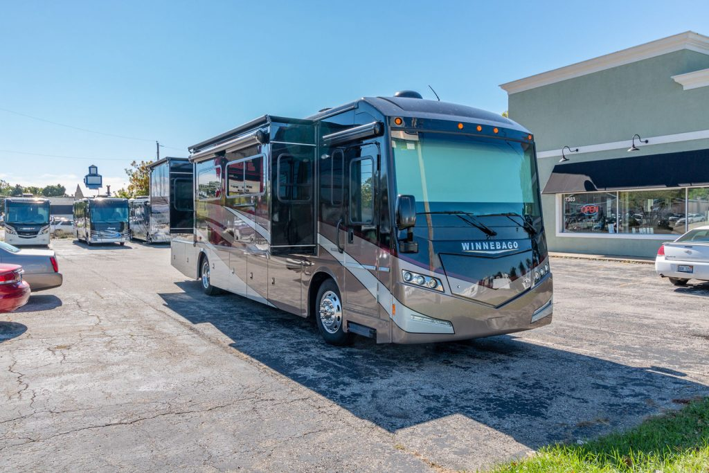 super clean 2016 Winnebago Solei 36G Camper