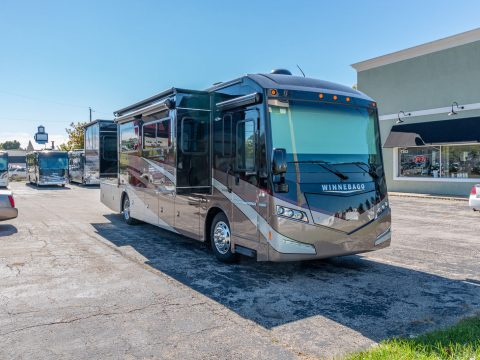 super clean 2016 Winnebago Solei 36G Camper for sale