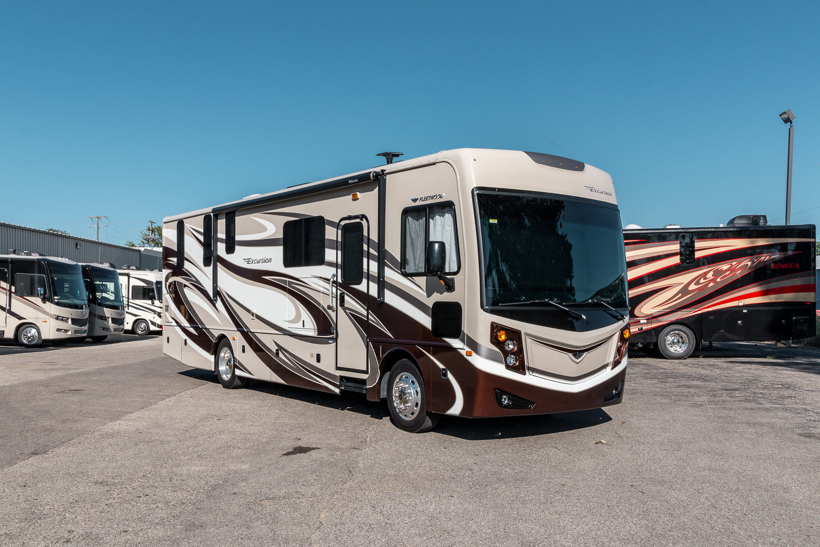 very clean 2016 Fleetwood Excursion 33D Camper for sale