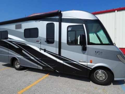 well maintained 2002 Winnebago Ultimate Advantage camper for sale