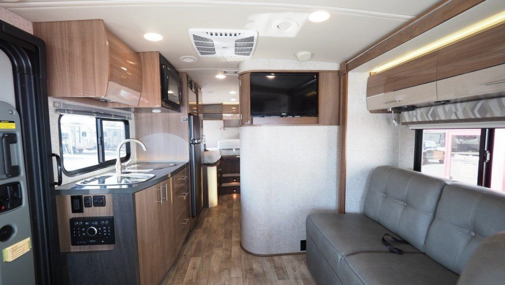 very nice 2017 Winnebago Via 25T Camper