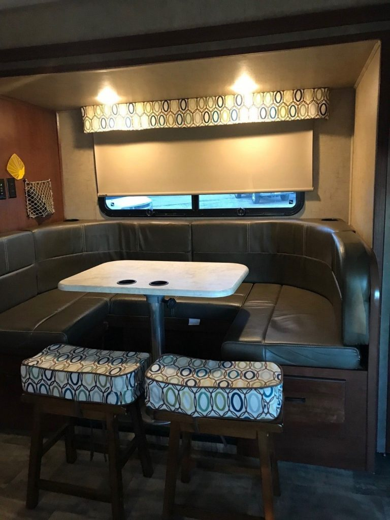 well equipped 2016 Forest River Sunseeker MBS 2400w Camper