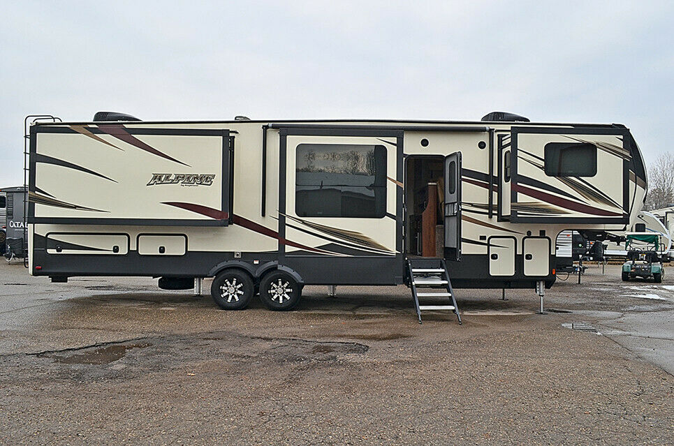 nice 2017 Keystone Alpine 3661fl Camper for sale