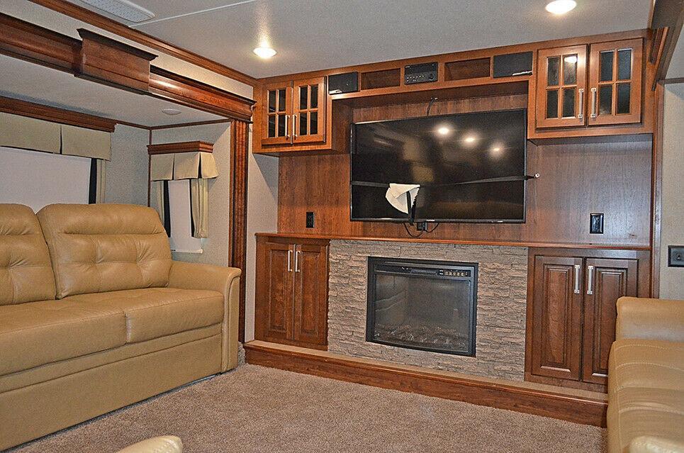 nice 2017 Keystone Alpine 3661fl Camper