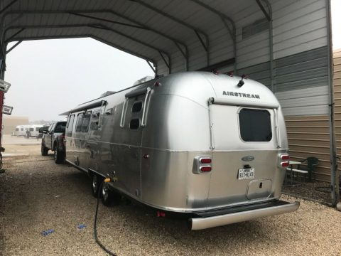 tony of accessories 2017 Airstream Flying Cloud 30 FB Bunk camper for sale