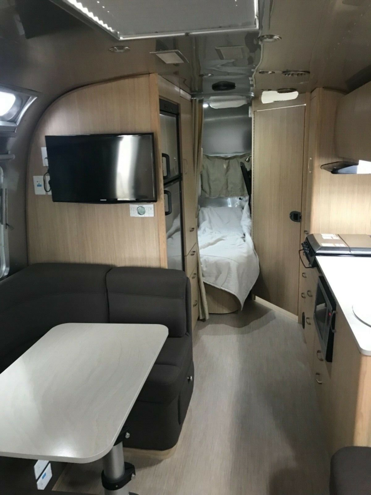 tony of accessories 2017 Airstream Flying Cloud 30 FB Bunk camper