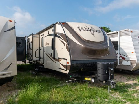 very nice 2017 Forest River Wildcat Camper for sale