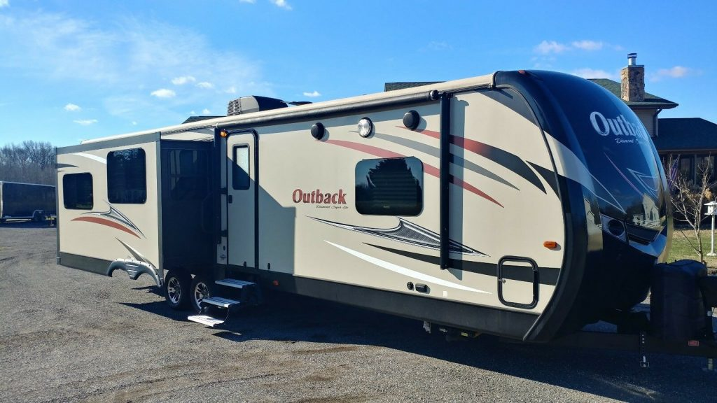 well maintained 2017 Keystone Outback camper