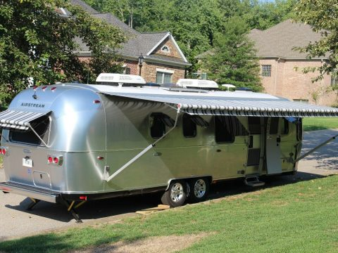 Fully loaded 2018 Airstream Classic 33FB Twin Beds camper for sale