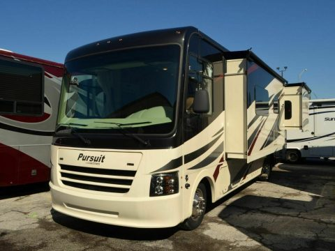 low miles 2018 Coachmen Pursuit camper for sale