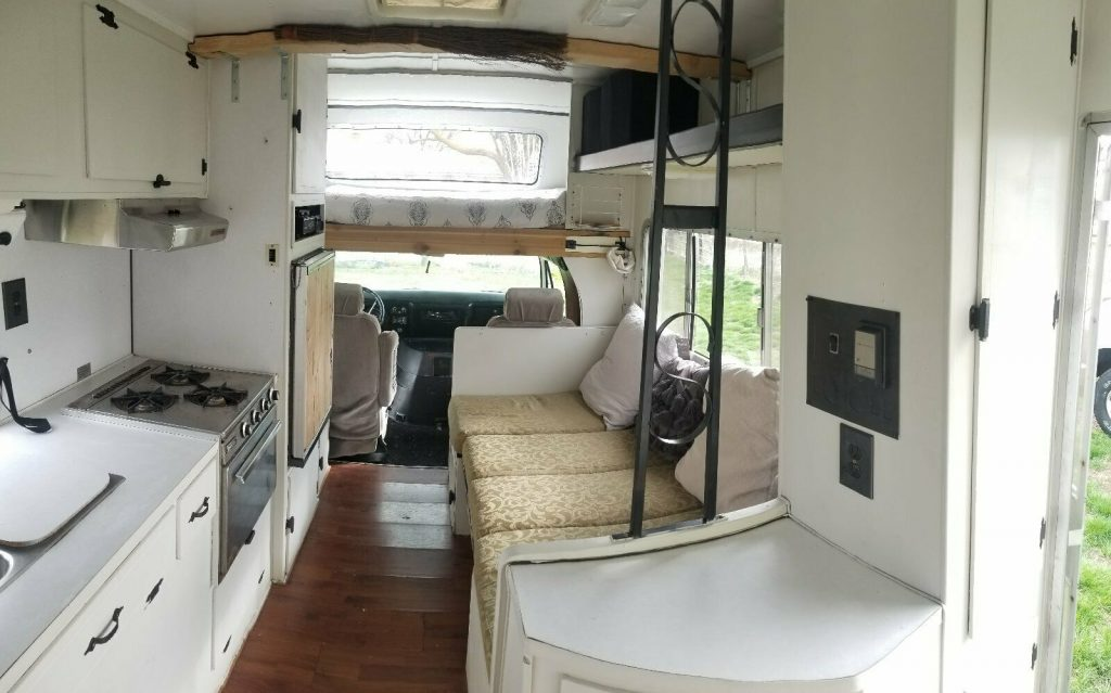 great shape 1973 Winnebago Minnie Winne camper
