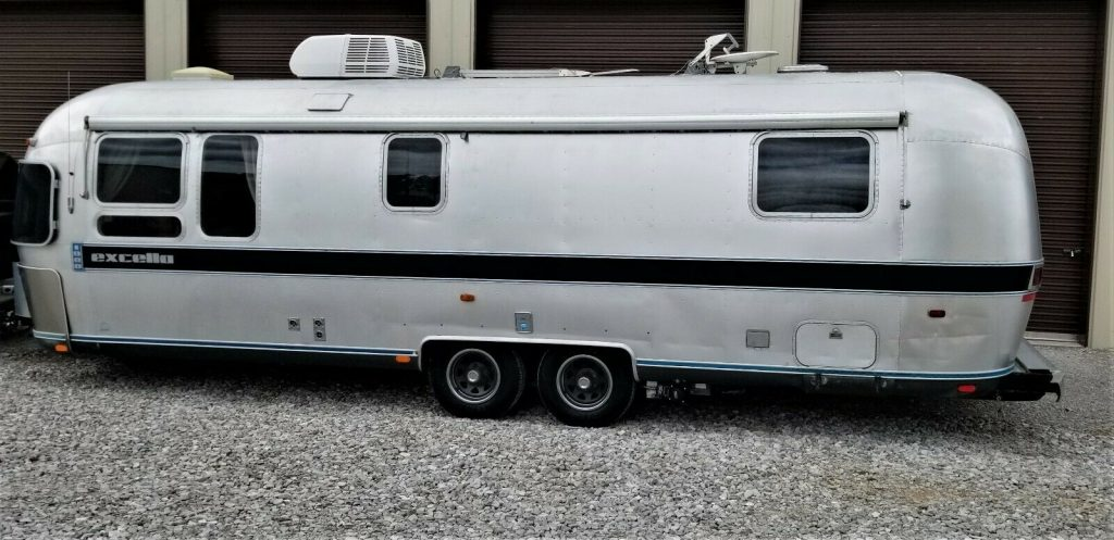 good shape 1988 Airstream Excella 1000 camper
