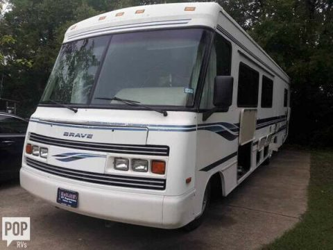 great shape 1995 Winnebago Brave M 33 RQ camper for sale