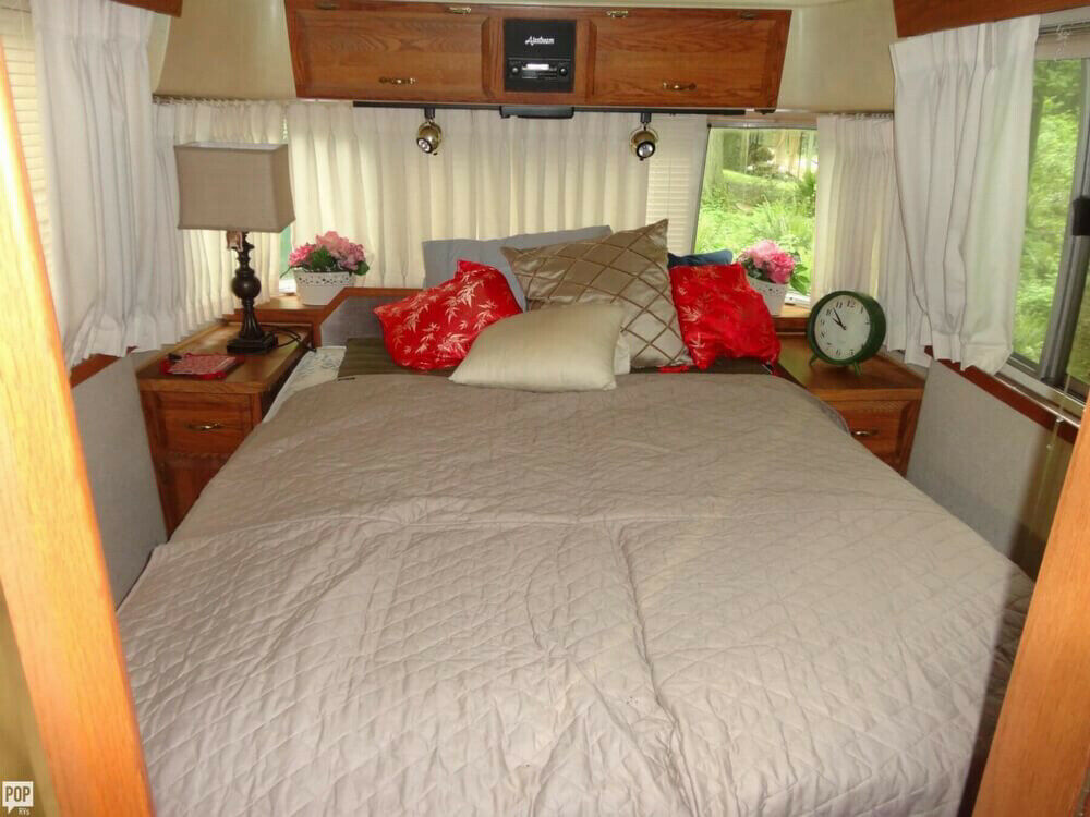 loaded 1992 Airstream Classic Limited 350 LE camper