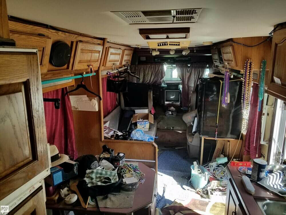 solid 1987 Holiday Rambler Imperial camper