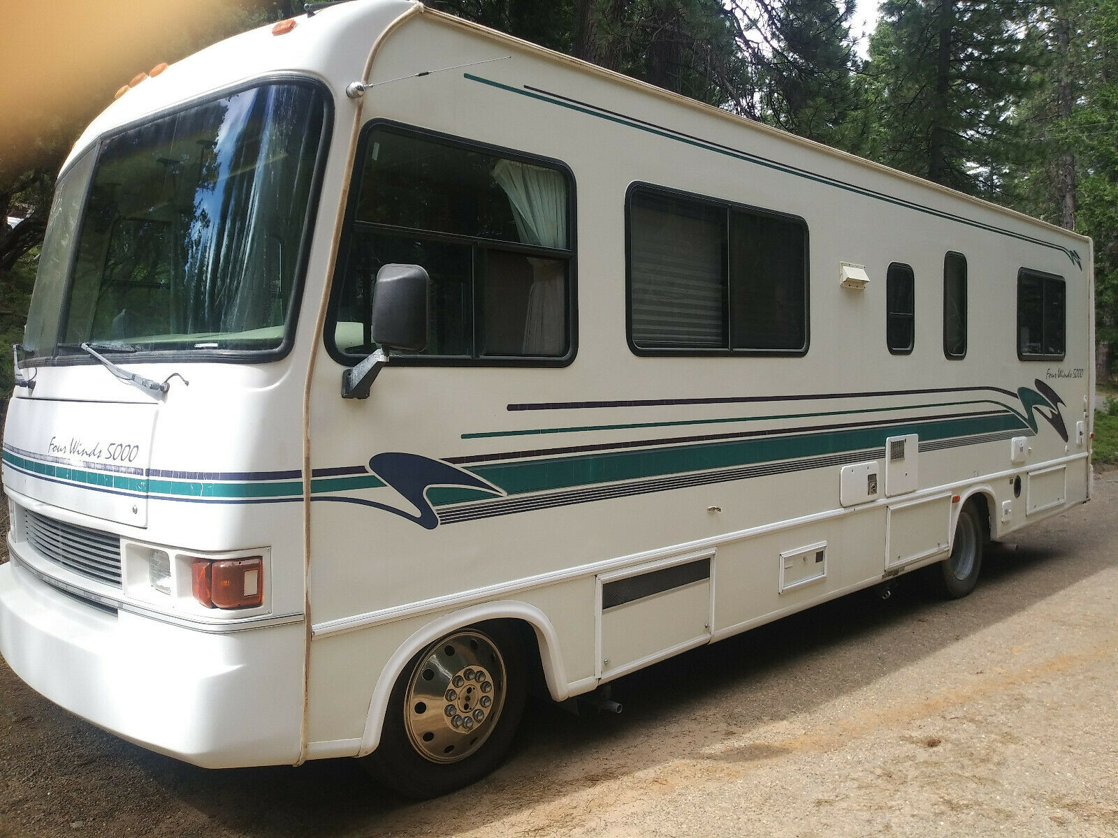 solid 1996 Four Winds Hurricane 29 J camper for sale