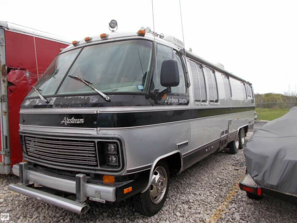 well equipped 1988 Airstream 325 camper