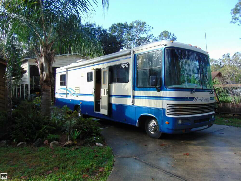well equipped 1995 Gulf Stream Sun Voyager camper for sale
