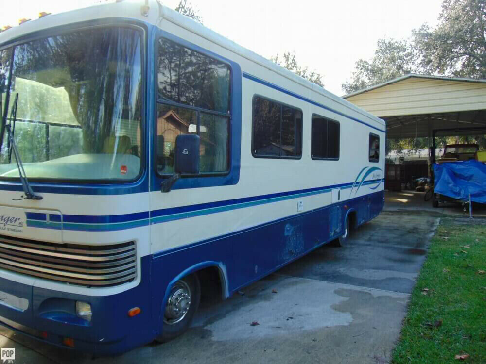 well equipped 1995 Gulf Stream Sun Voyager camper