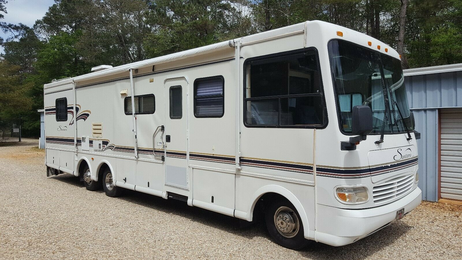 excellent shape 1997 Coachmen Santara Class A camper for sale