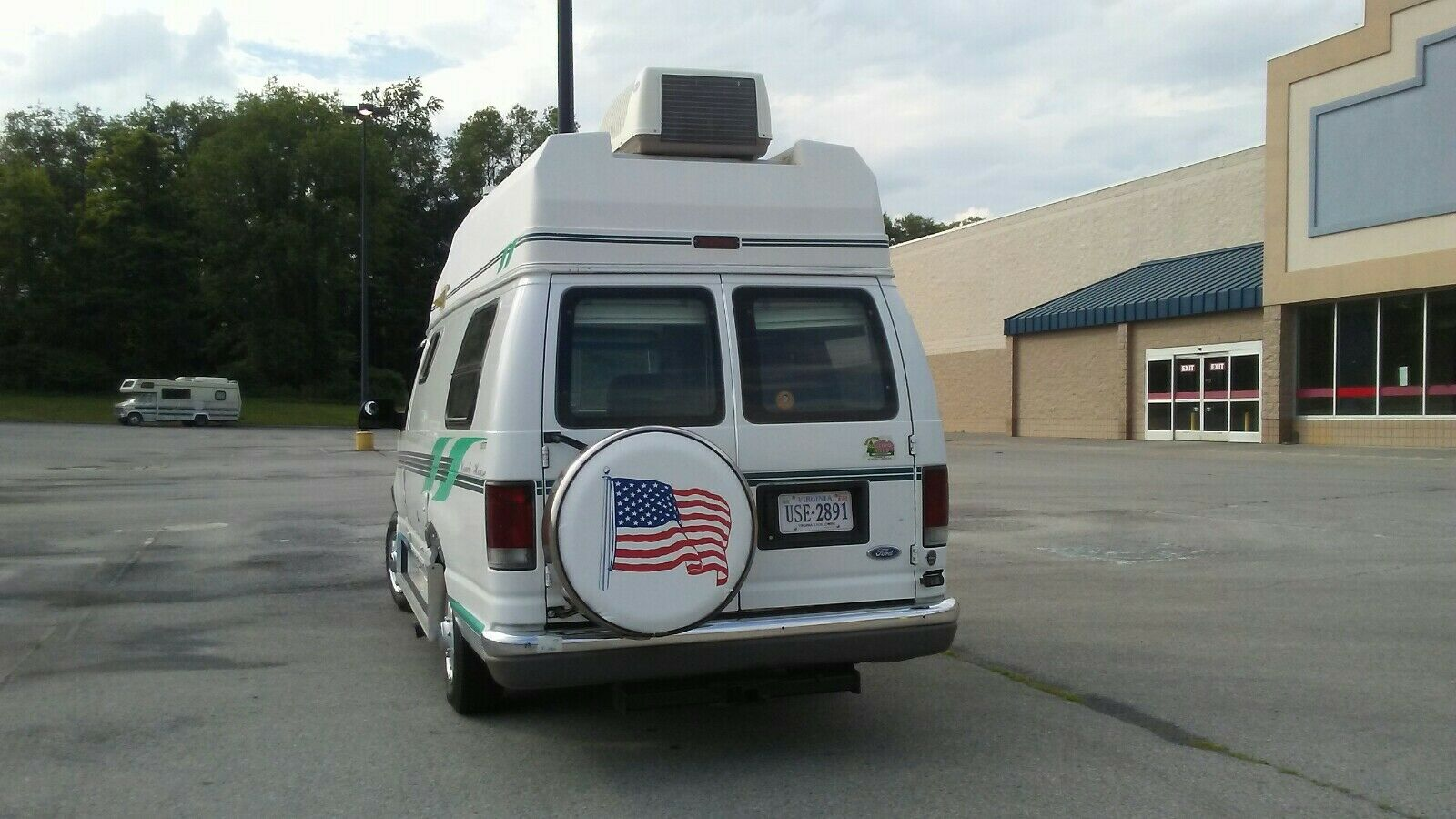 lots of cabinets 1996 Ford Camper