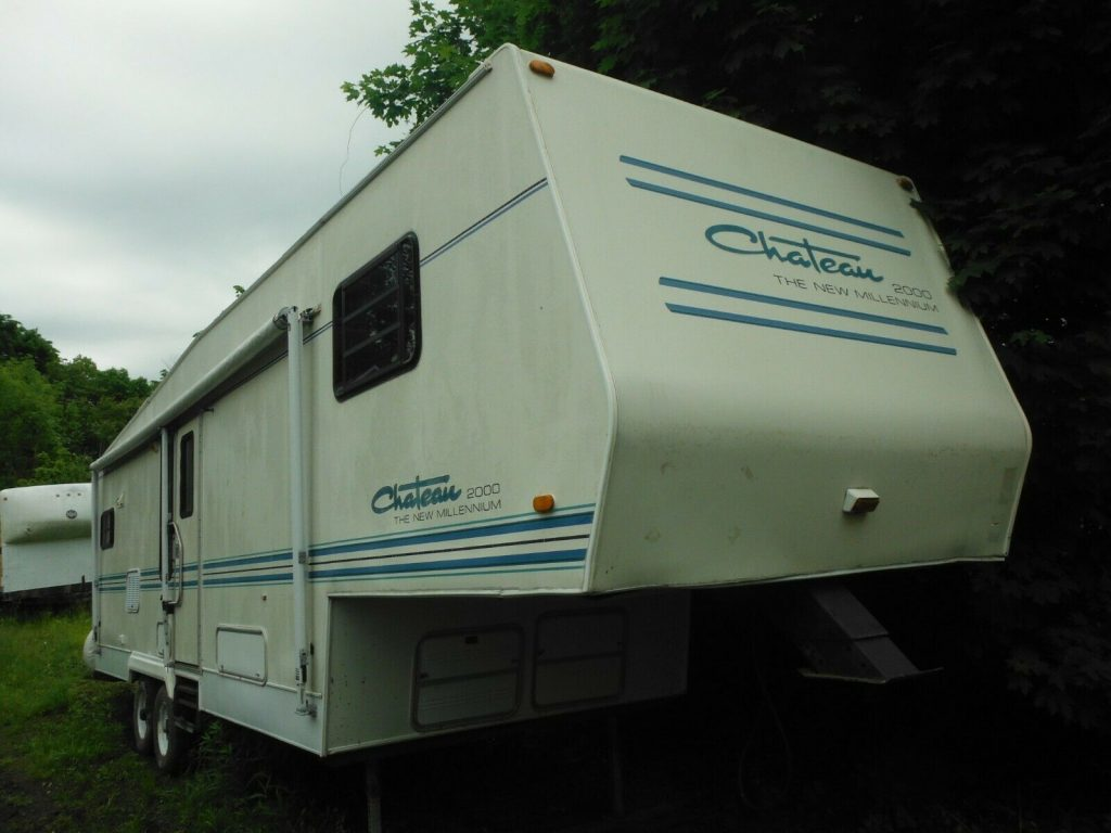 needs TLC 1996 Thor Chateau Camper