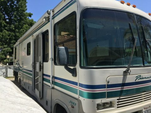 very nice 1997 Thor 3485 camper for sale