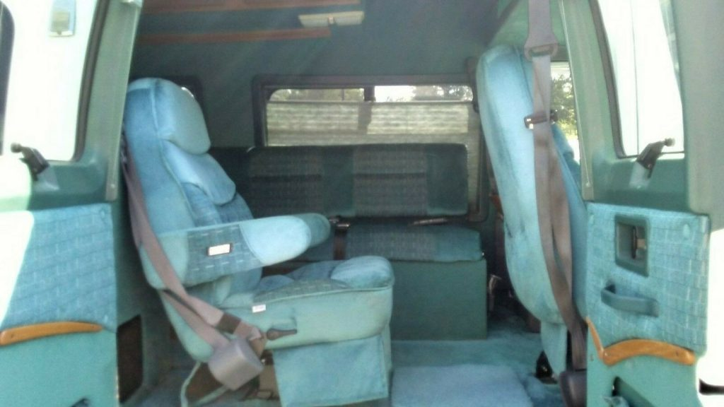 well equipped 1996 Dodge Coachman Camper