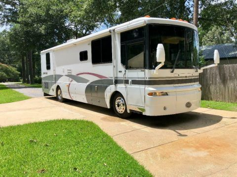Additional Features 2000 Winnebago Ultimate Advantage camper for sale