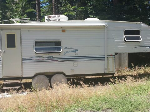 solid 2000 Fleetwood Prowler lite camper for sale
