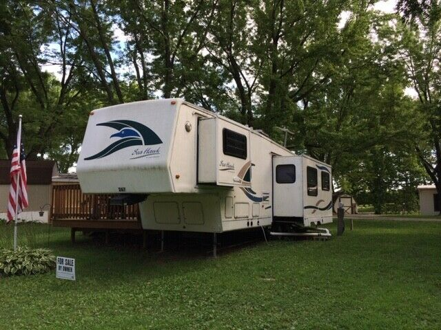 very nice 1999 Sea Hawk camper