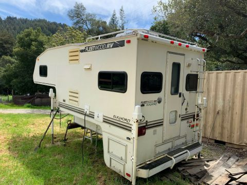 very nice 2000 Fleetwood Elkhorn camper for sale