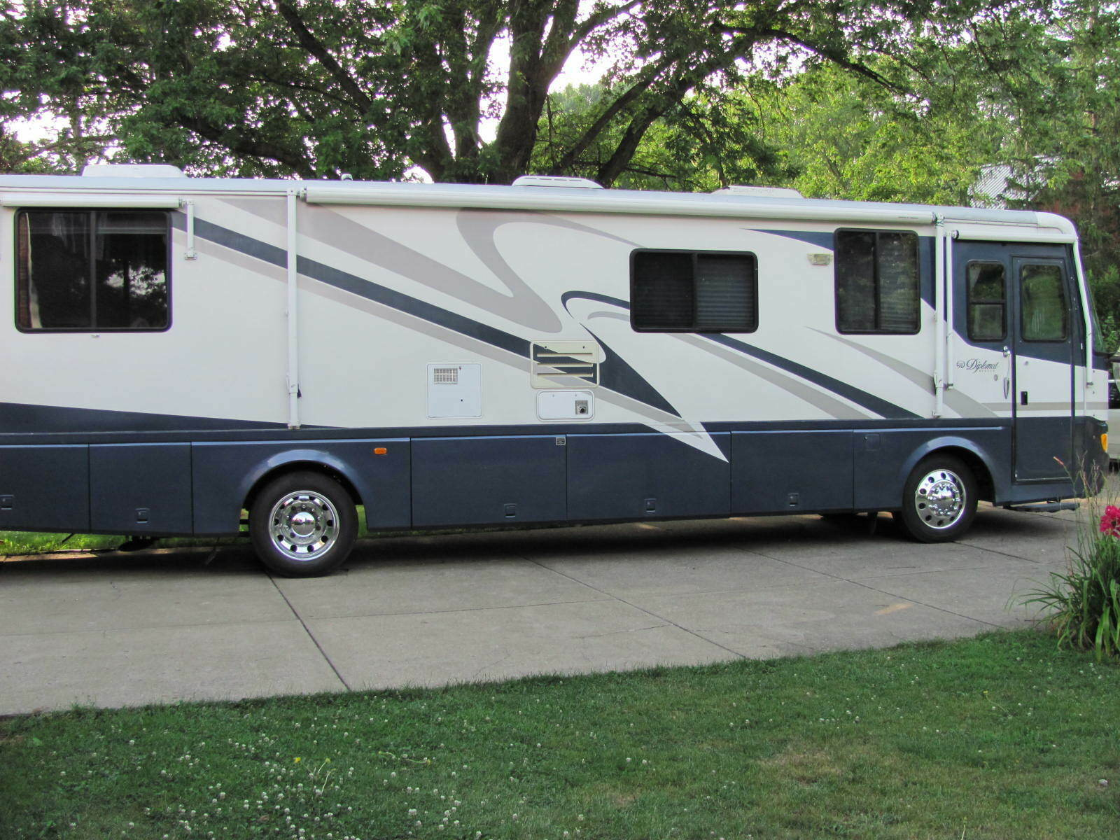 very reliable 1999 Monaco Diplomat camper for sale