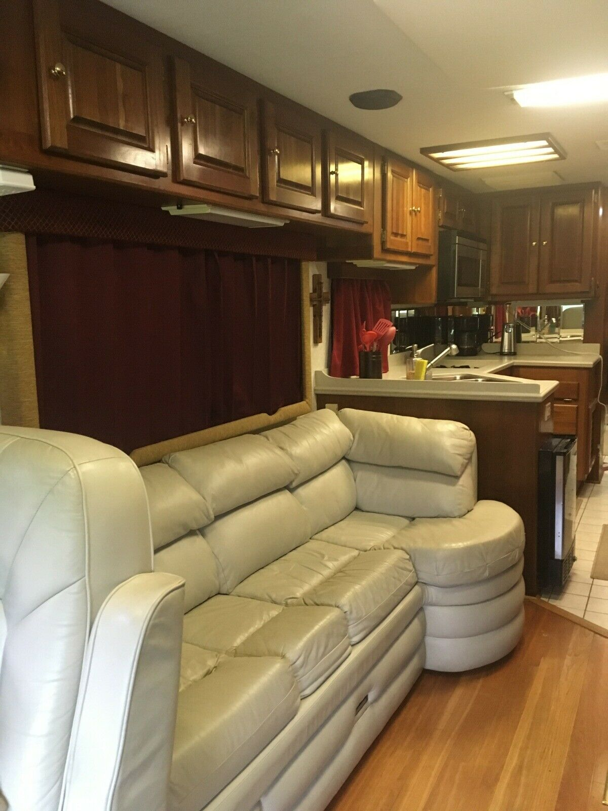 well equipped 1998 Monaco Dynasty camper