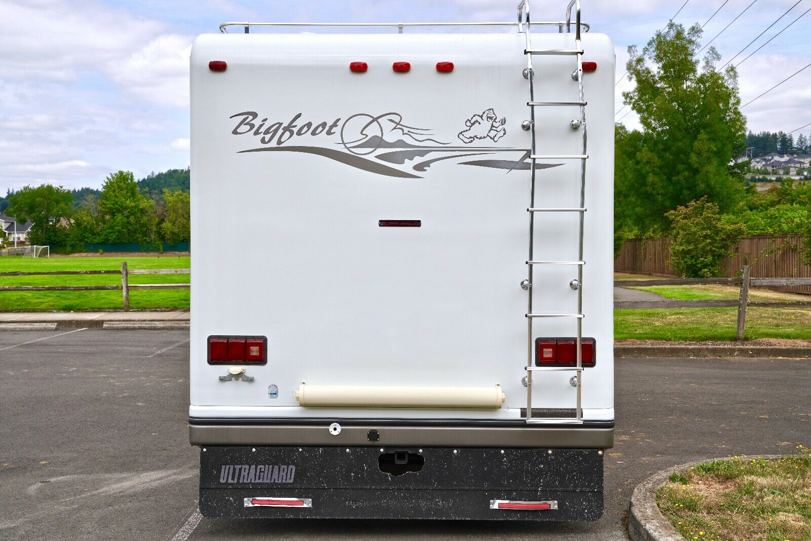 well equipped 2001 Ford Bigfoot camper
