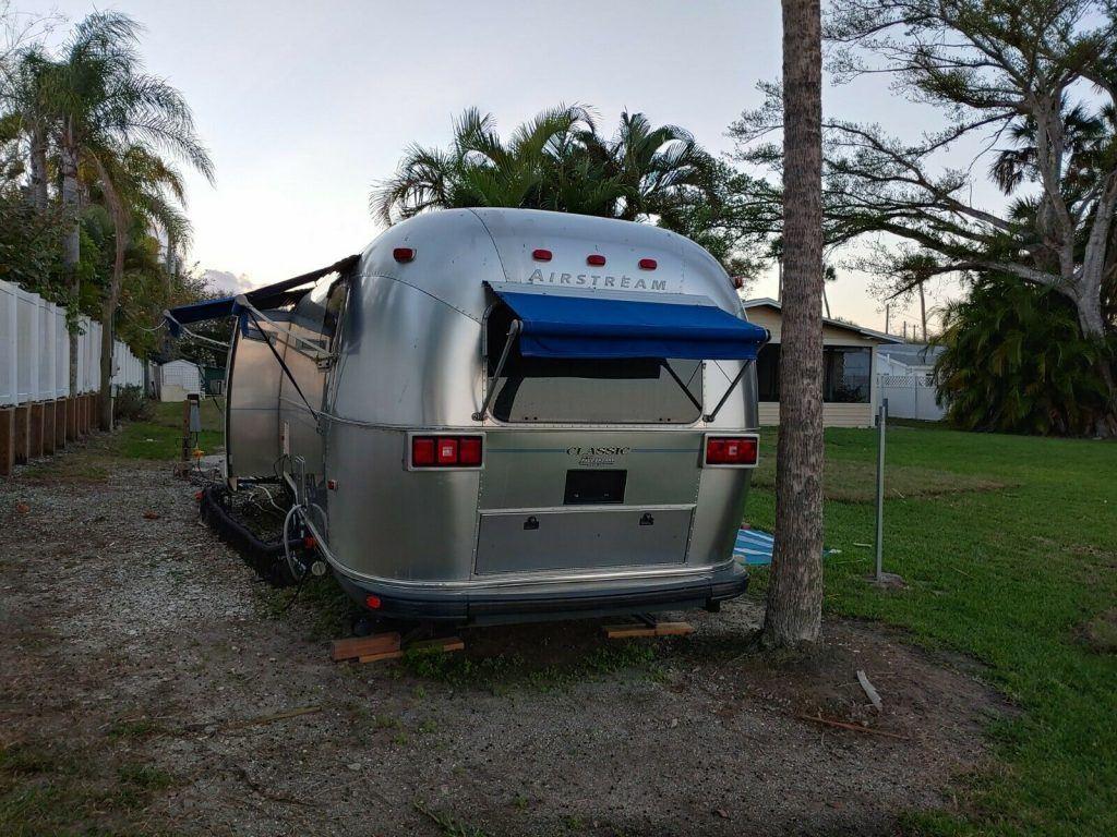 beautiful 2003 Airstream Classic trailer camper