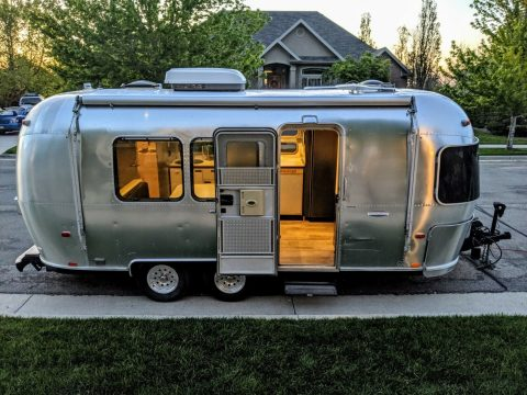 clean 2002 Airstream International camper for sale