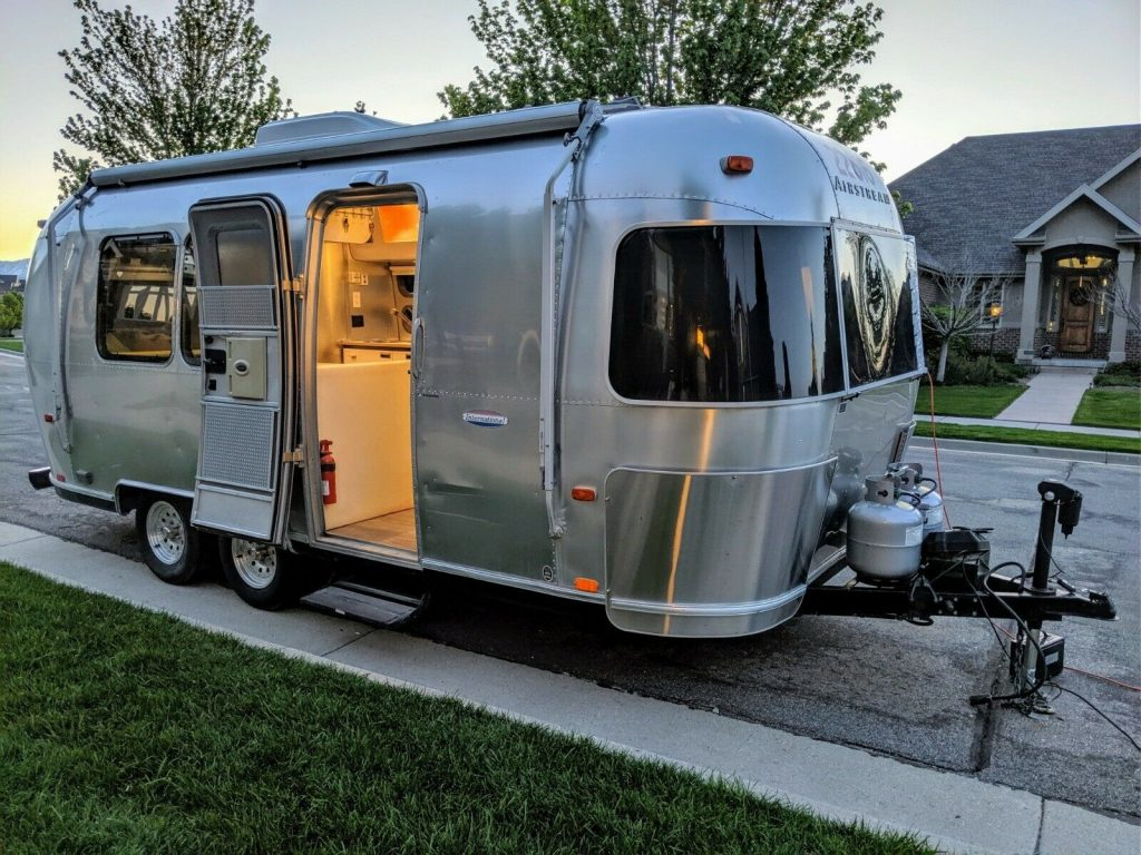 clean 2002 Airstream International camper
