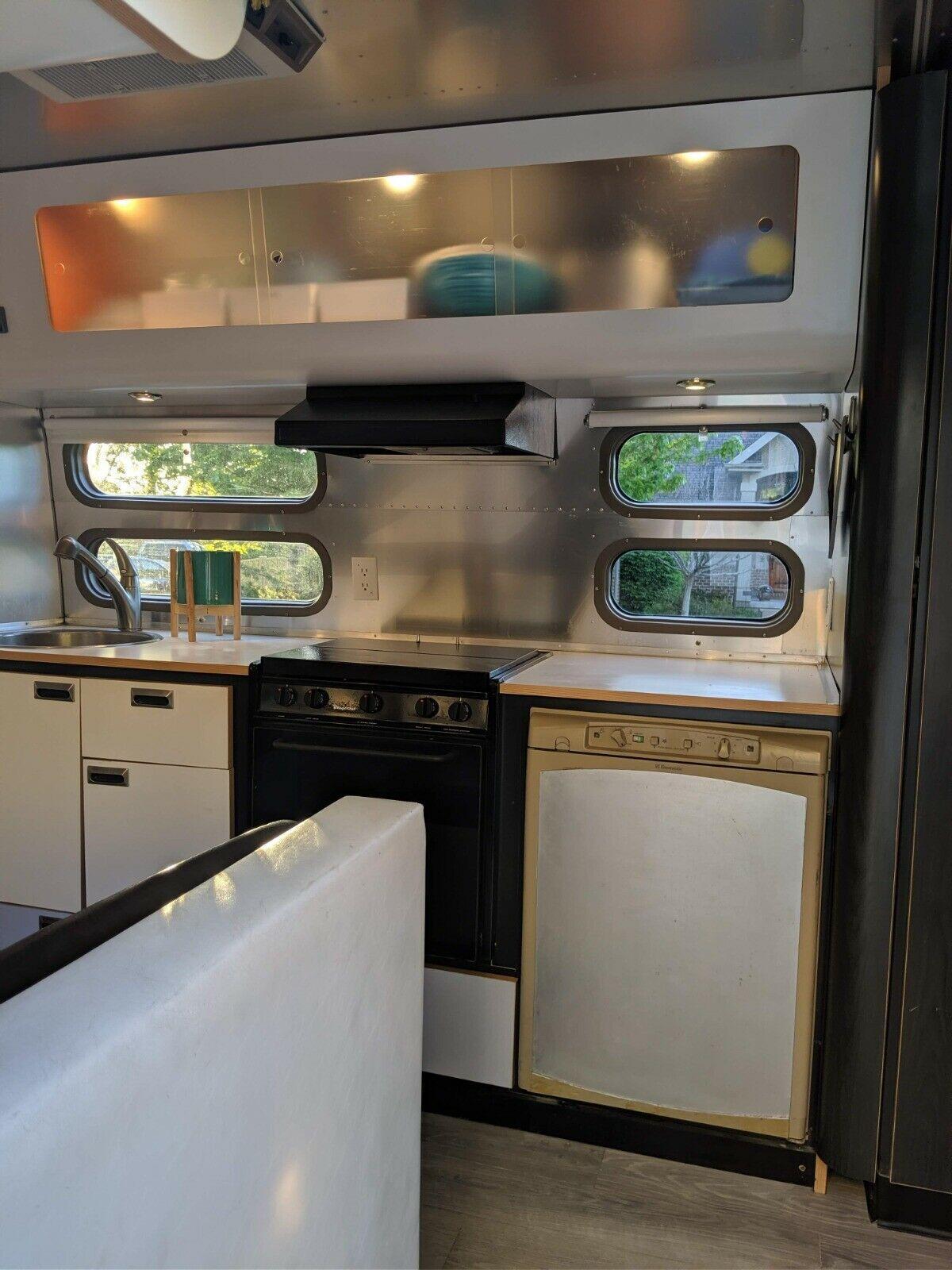 clean 2002 Airstream International camper